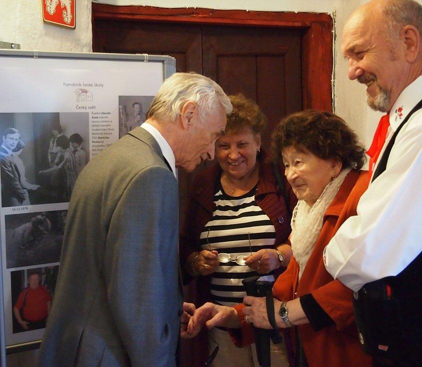 Marie Bártlová se v roce 1990 se stala zakládající členkou občanského sdružení Český svět.