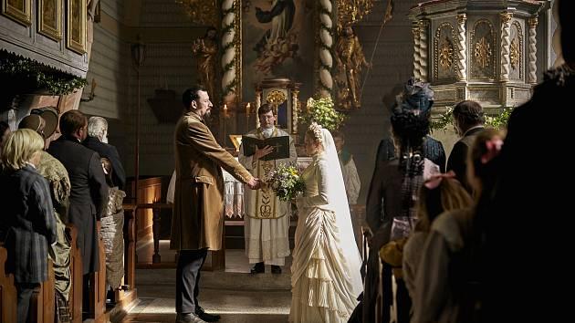 V kostele v Horním Řasnici točili čeští filmaři scénu pro připravovanou pohádku Hodinářův učeň.