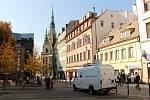 Státní zdravotnický ústav prováděl 16. a 17. října 2018 na šesti místech v Liberci měření ovzduší. Na snímku měřící automobil na Šaldově náměstí.