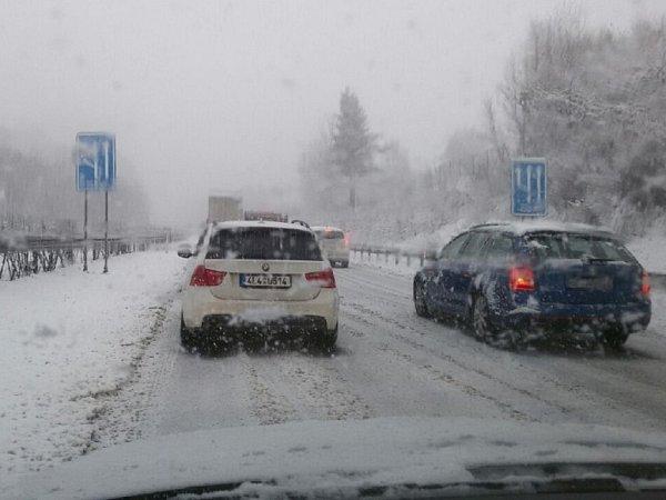 Husté sněžení vLibereckém kraji na konci března.