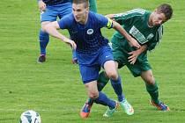 VÝHRA. Kapitán Slovanu Bláha (vpředu) dovedl tým k vítězství 3:1.