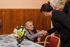 Eva Drahošová, manželka prezidentského kandidáta Jiřího Drahoše, navštívila 19. ledna Liberecký kraj. Na snímku je návštěva Domova u Spasitele Frýdlant.