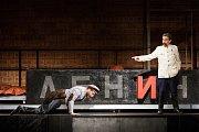 Generální zkouška černé komedie o vzniku rudé mumie, Leninovi balzamovači, proběhla 6. prosince v Malém divadle libereckého Divadla F. X. Šaldy. Premiéra bude 8. prosince. Na snímku zleva Michal Lurie jako Krasin a Ladislav Dušek jako Stalin.