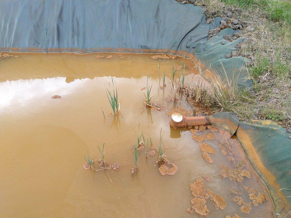 Experimentální sedimentační nádrž pod výsypkou.