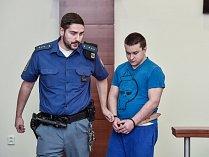 Obžalovaný František Havel (vpravo) přichází ke krajskému soudu v Liberci.