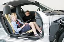 AUTA VYPADAJÍ, jako by je někdo přeřízl obří cirkulárkou. Za technickými řezy ve skutečnosti stojí stovky hodin precizní práce konstruktérů a techniků společnosti Porsche.