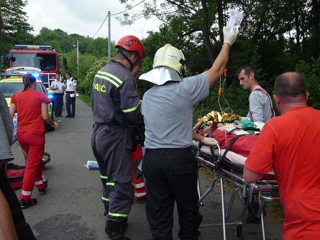 Tragická dopravní nehoda na Semilsku. Auto sjelo do rybníka.