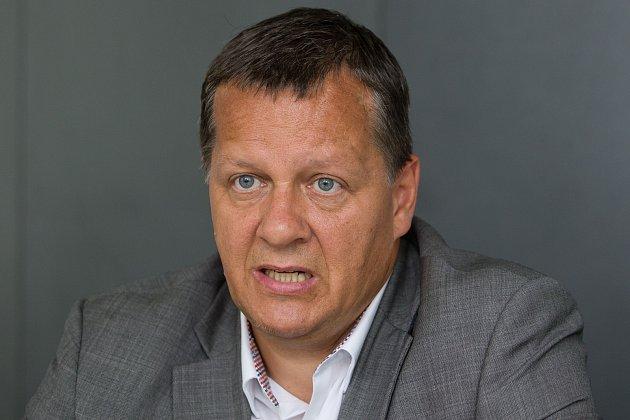 Pavel Marek, předseda představenstva KNL a. s., při tiskové konferenci dne 23.června vLiberci.