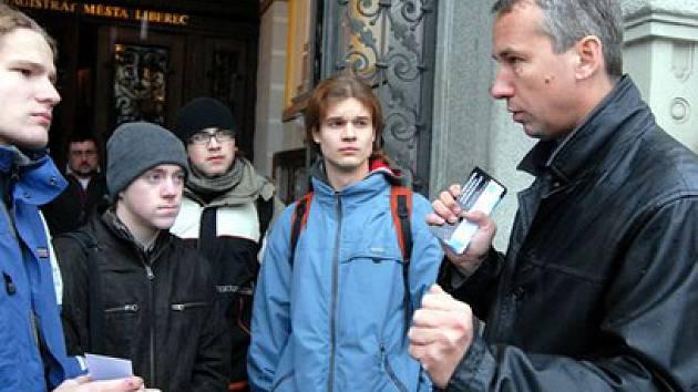 O americkém radaru v Česku diskutoval vládní zmocněnec Tomáš Klvaňava se čtenáři Libereckého Deníku.