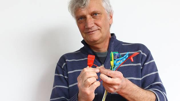 Prof. Ing. Aleš Richter. Díky jeho vědeckému týmu se usnadní i práce kriminalistům při dokazování, zda byla zásilka narušena.