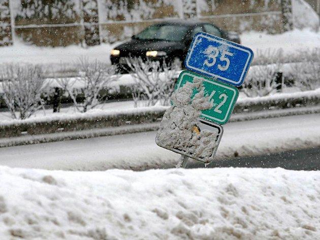 Dopravní komplikace. Sněžení. Ilustrační foto.