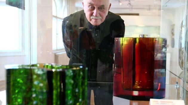 UNIKÁTNÍ VÝSTAVA. Výtvarník Karel Wünsch vystavuje v jabloneckém muzeum nejen slavný ještědský komplet, ale i ukázky volné tvorby