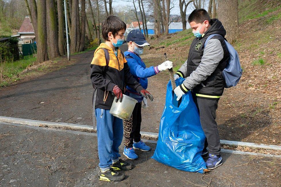 Téměř pět desítek žáků Základní školy speciální Frýdlant se ve středu 21. dubna 2021 zapojilo v rámci mezinárodního Dne Země do úklidu Frýdlantu.