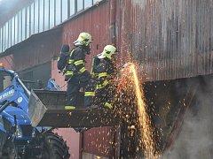 Požár zemědělského objektu v Jindřichovicích pod Smrkem.