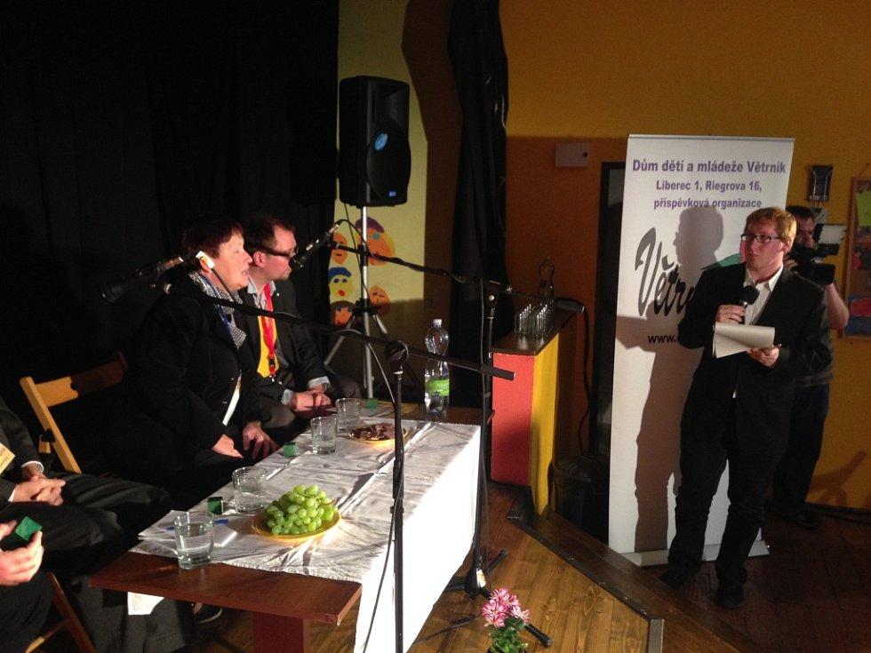 Parlament mladých Liberec si měl podat lídry stran ucházejících se o přízeň voličů v nadcházejících komunálních volbách.
