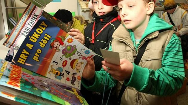 Další ročník Veletrhu dětské knihy probíhá v těchto dnech v bývalém výstavním areálu LVT. Letos dolehlataké na veleltrh krize a akce je tak ochuzena o jeden pavilon.