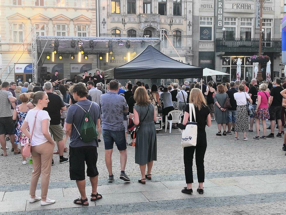 Středeční koncert Big´O´bandu na libereckém náměstí.