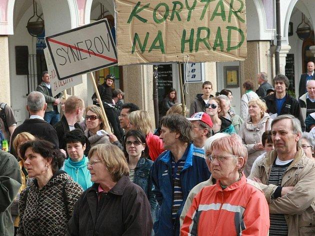 Demonstrace na podporu primátora Jana Korytáře a koalice, která se nedávno rozpadla.