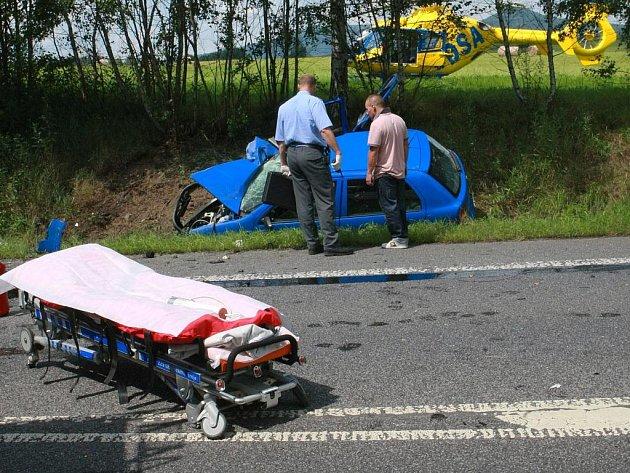 ZAKLETÉ ČESKOLIPSKO? Od začátku roku na Českolipsku zemřelo při dopravních nehodách již šest lidí. Při havárii na snímku u Jablonného v Podještědí se zranilo celkem šest lidí, z toho čtyři děti.