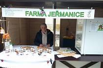 Farmáři prodávají na trzích.