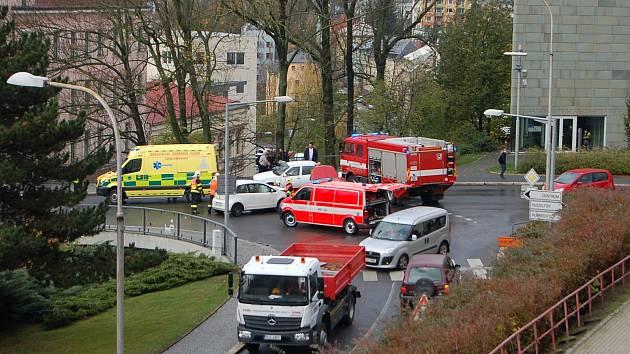 Dvě lehká zranění si vyžádala dopravní nehoda před Krajskou knihovnou v Liberci.