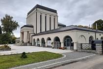 Květinářství v budově krematoria.