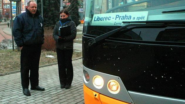 Už téměř rok má autobus Student Agency do Prahy i zastávku na terminálu MHD Fügnerova.