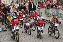 TOUR DE KIDS přilákala na náměstí stovky malých i velkých.