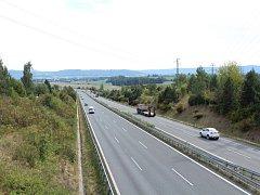 Silnice I/35 procházející obcí Paceřice.