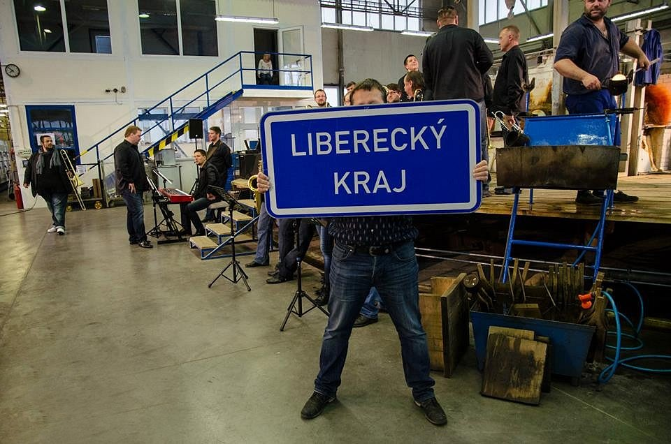SKLADBA WAITING FOR YOU je nenucenou reklamou na Liberecký kraj.