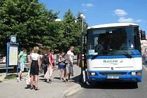 Autobusová doprava. Zastávka v centru Liberce. Ilustrační snímek.