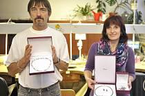 autoři vítězných šperků 13. ročníku soutěže ŠPERK ROKU 2014 CZECH OPEN, vlevo je Bílý Chřestýš designérů Milana Hejrala a Marka Duffka, vpravo pak souprava nazvaná Bublinky autorek Hany Stehlíkové a Martiny Cymbálové.