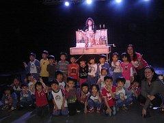TŘI PŘADLENY. Naivní divadlo slavilo úspěch v Thaj-wanu.