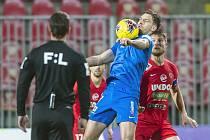 ÚSPĚŠNÝ NÁVRAT. Michael Rabušic (u míče) se proti Brnu střelecky prosadil.