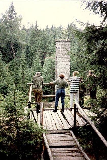 Protržená přehrada vDesné vJizerských horách.