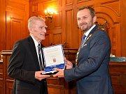 Medaili města Liberce obdrželi Robert Kvaček a Oldřich Jirsák.