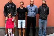 STŘELCI FOTBALOVÉ SEZONY 2015/16. Zleva Jaroslav Šikýř s dcerou Anetou, Jakub Beneš, Lukáš Soukup a Pavel Lanc.