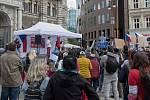 Protest rodičů proti očkování dětí.