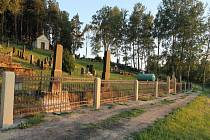 Hřbitov v Druzcově má novou bránu a přední oplocení.