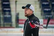 První trénink sezony 2018/19 na ledě hokejistů extraligového týmu Bílí Tygři Liberec proběhl 16. července v Liberci. Na snímku je trenér Filip Pešán.