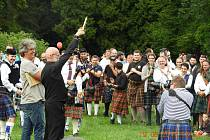 Na skotských hrách padl rekord v počtu účastníků v kiltech. Letos jich bylo 319.