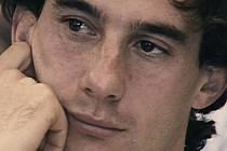 CELÝM JMÉNEM AYRTON SENNA DE SILVA se stal legendou ještě za svého života. Jeho lidskou i profesní dráhu přervala tragická nehoda při Velké ceně San Marina.