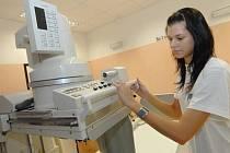 ZASTARALÝ SKIASKOP. Přístroj , který umožňuje lékařům zobrazení lidského těla na monitoru v reálném čase, už v liberecké nemocnici dosluhuje a jako poruchový komplikuje vyšetření i operace.