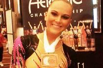 BRONZOVÁ Z LAS VEGAS. Kristýna Bernátová ze Sport Aerobic Liberec s medailí.
