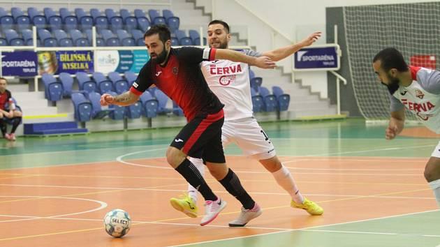 Futsalisté Liberce (v tmavém) se v Teplicích ani jednou střelecky neprosadili a prohráli 0:6.