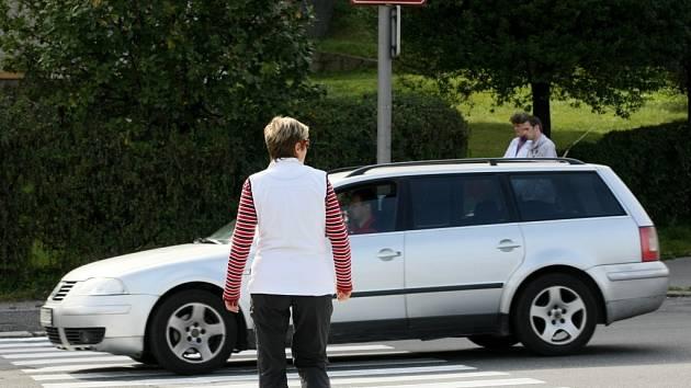Na Dobiášově ulici sledují bezpečnost nejen na přechodech.