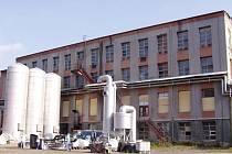 Požár ve firmě zabývající se výrobou laminátových produktů v Benešově u Semil.