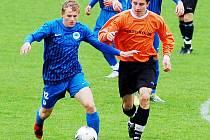 LIGOVÝ DOROST SLOVANU LIBEREC DEKLASOVAL KOLÍN. V modrém je liberecký Václav Hák. Liberec měl jasnou převahu od úvodních minut a gólově se prosadil ve II. půli.
