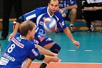 DAŔÍ SE. V posledním zápase i díky Michalu Bízovi a Jiřímu Jeslínkovi porazila Dukla Zlín 3:0.