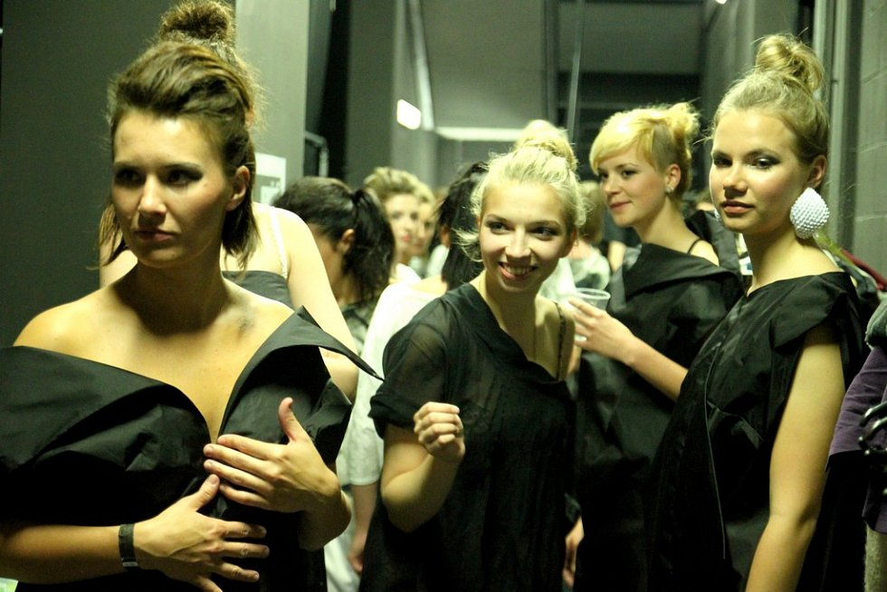 Zákulisí před Fashion show na DrinkARTu ve vratislavických Desítkách